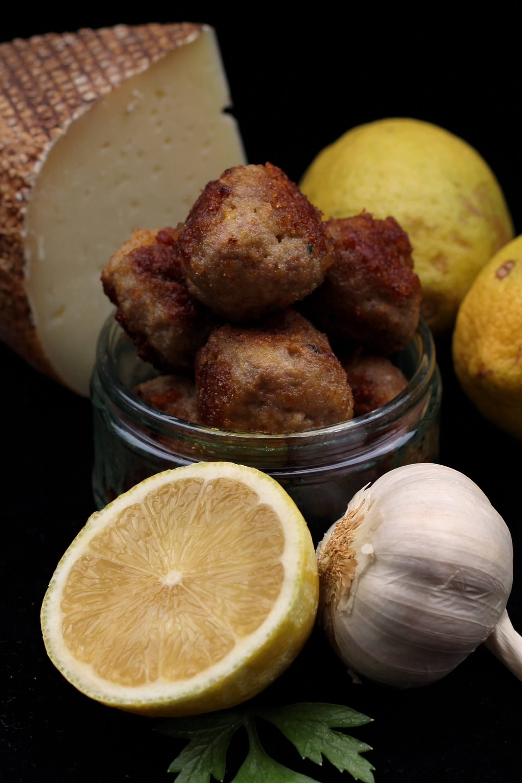 Polpettine limone e pecorino./ Pecorino cheese and lemon meatballs.