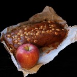 Plum- cake avena, mele e nocciole/ Oat, apple and hazelnut plum- cake.