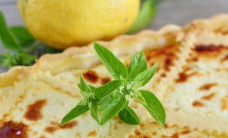 Torta salata squacquerone, limone e basilico/ Soft cheese, lemon and basil salty tart.