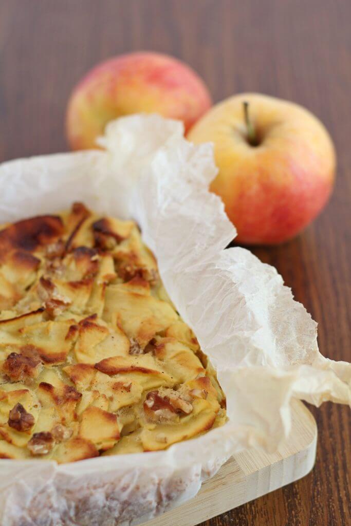 Quadrotti di mele light/ Light apple squares.