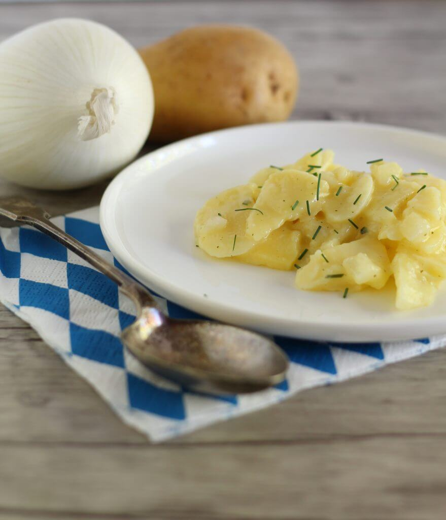 Kartoffelsalat bayrisch, insalata di patate bavarese/ Kartoffelsalat bayrisch, Bavarian potato salad.