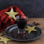 Liquore al caffè fatto in casa/ Homemade coffee liquor.