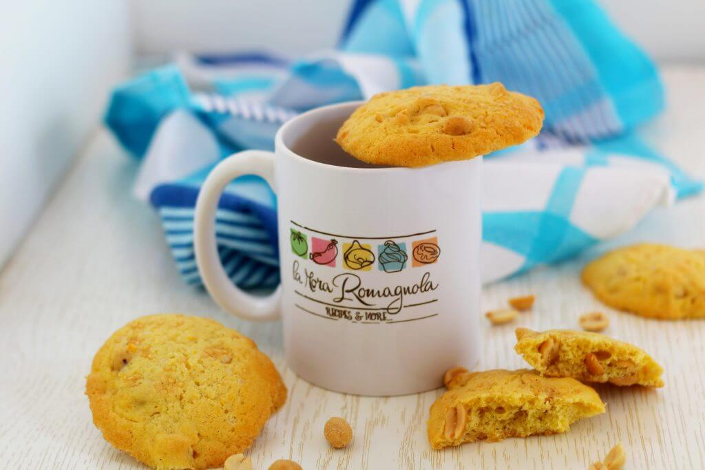 Sweet and salty peanut biscuits.