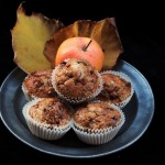 Muffin alle mele con copertura croccante/ Apple muffins with crunchy crust.