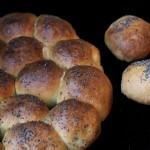 Danubio salato/ Stuffed bread balls.