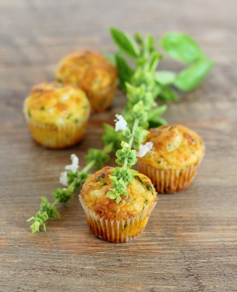 Mini muffin feta ed erbe aromatiche/ Bite-size feta cheese and herbs muffins.