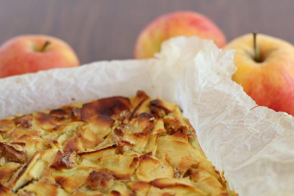 Quadrotti di mele light/ Light apple squares.