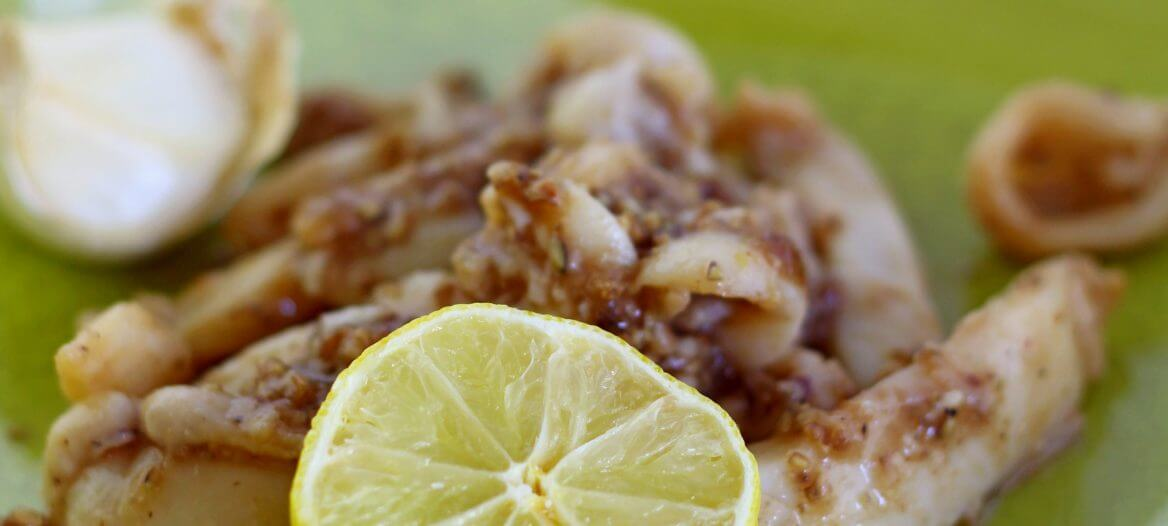 Calamari aglio e pepe, ricetta thai/ Thai style garlinc and pepper calamari.