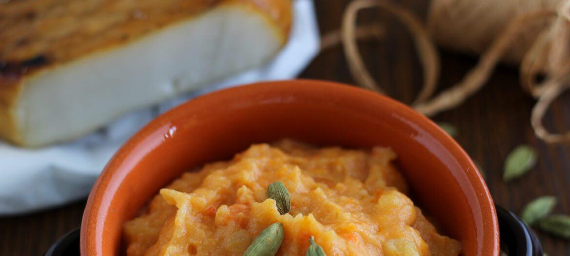Purè di patate, carote e cardamomo/ Carrot, potato and cardamom purée.