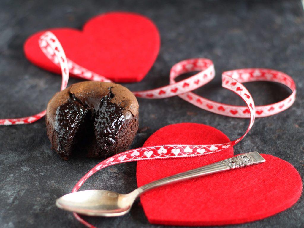 Tortini di cioccolato con cuore fondente.