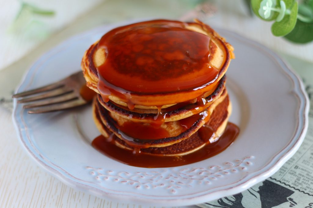 Pancakes allo yogurt aromatizzati all'arancia.